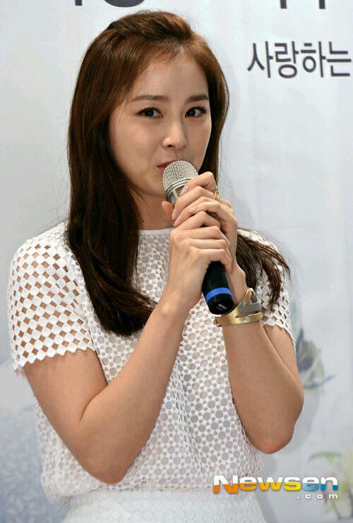 Thời gian gần đây Kim Tae Hee thường xuyên lộ ảnh với làn da nhăn nheo, xuống cấp 1