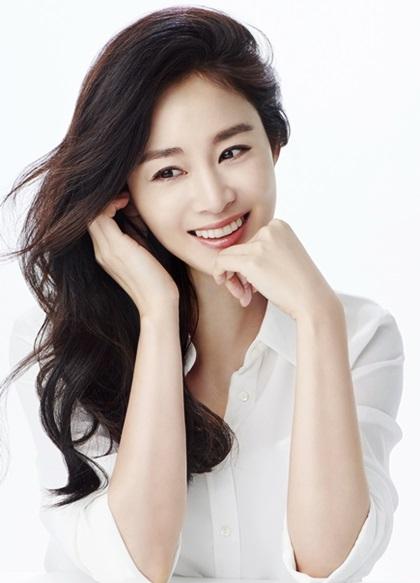 Song Hye Kyo và Kim Tae Hee là hai nàng ngọc nữ rất thành công của làng giải trí 1