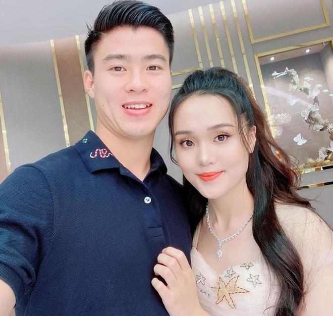 Đồng đội, dân mạng chúc mừng Duy Mạnh cầu hôn thành công bạn gái - Ảnh 2