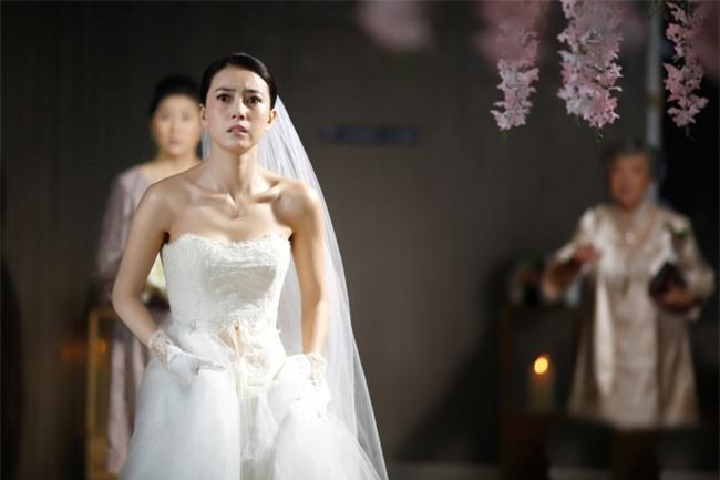 Chết điếng khi mở món quà cưới mà người yêu cũ của chồng gửi tặng - Ảnh 1