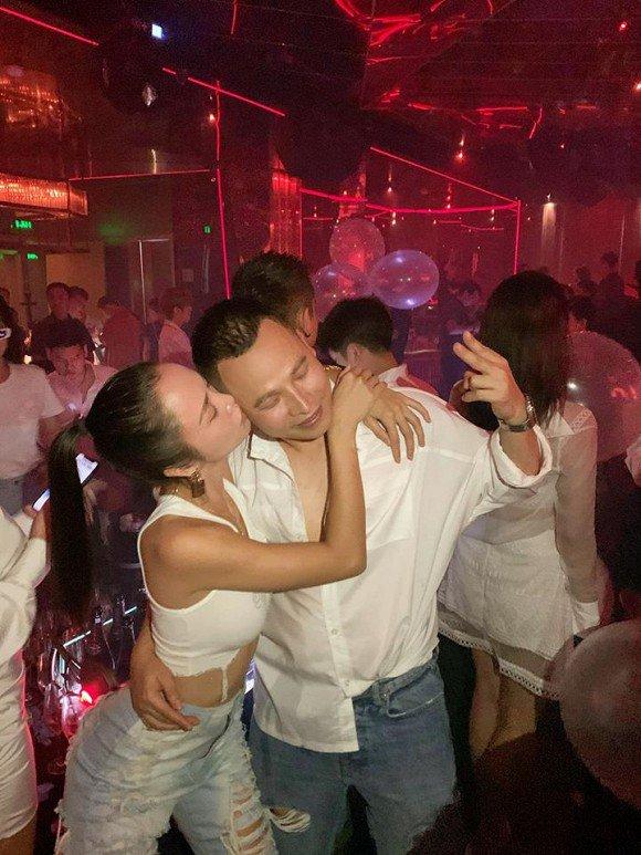 Không phải Ngọc Trinh, đây là mỹ nhân được 'ông trùm chân dài' khen có body đẹp nhất Việt Nam - Ảnh 1