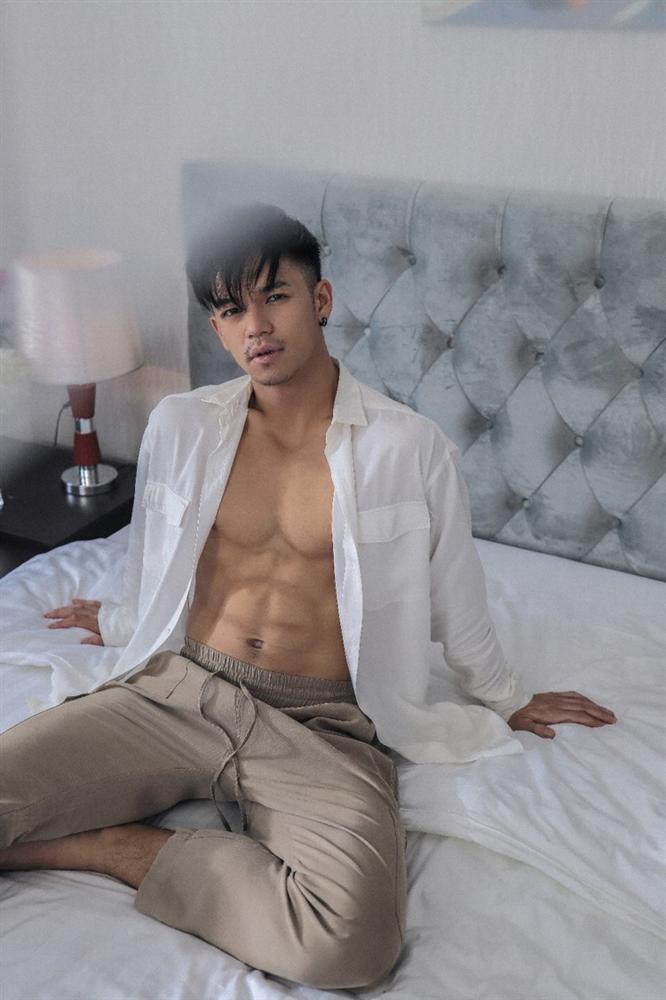 4 nam ca sĩ Vpop nghiện 'lột đồ khoe hàng' không phản cảm lại còn được lòng công chúng - Ảnh 4