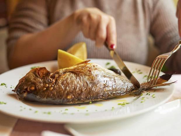 Ăn tôm cua cá cần biết những phần cực độc này để khỏi 'giết' cơ thể - Ảnh 1