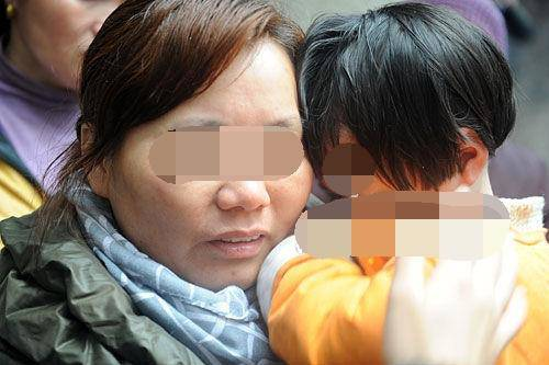 Hai chị em bị chia rẽ khi bố mẹ ly hôn, 15 năm sau cuộc sống thật đau lòng - Ảnh 2