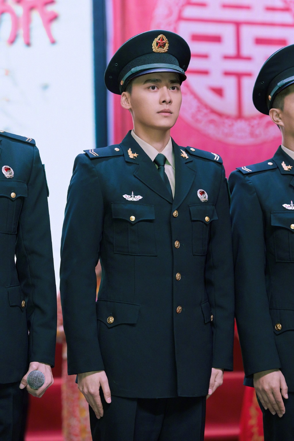 Lý Dịch Phong hóa 'soái ca quân nhân' trong phim mới khiến fan xuýt xoa - Ảnh 4