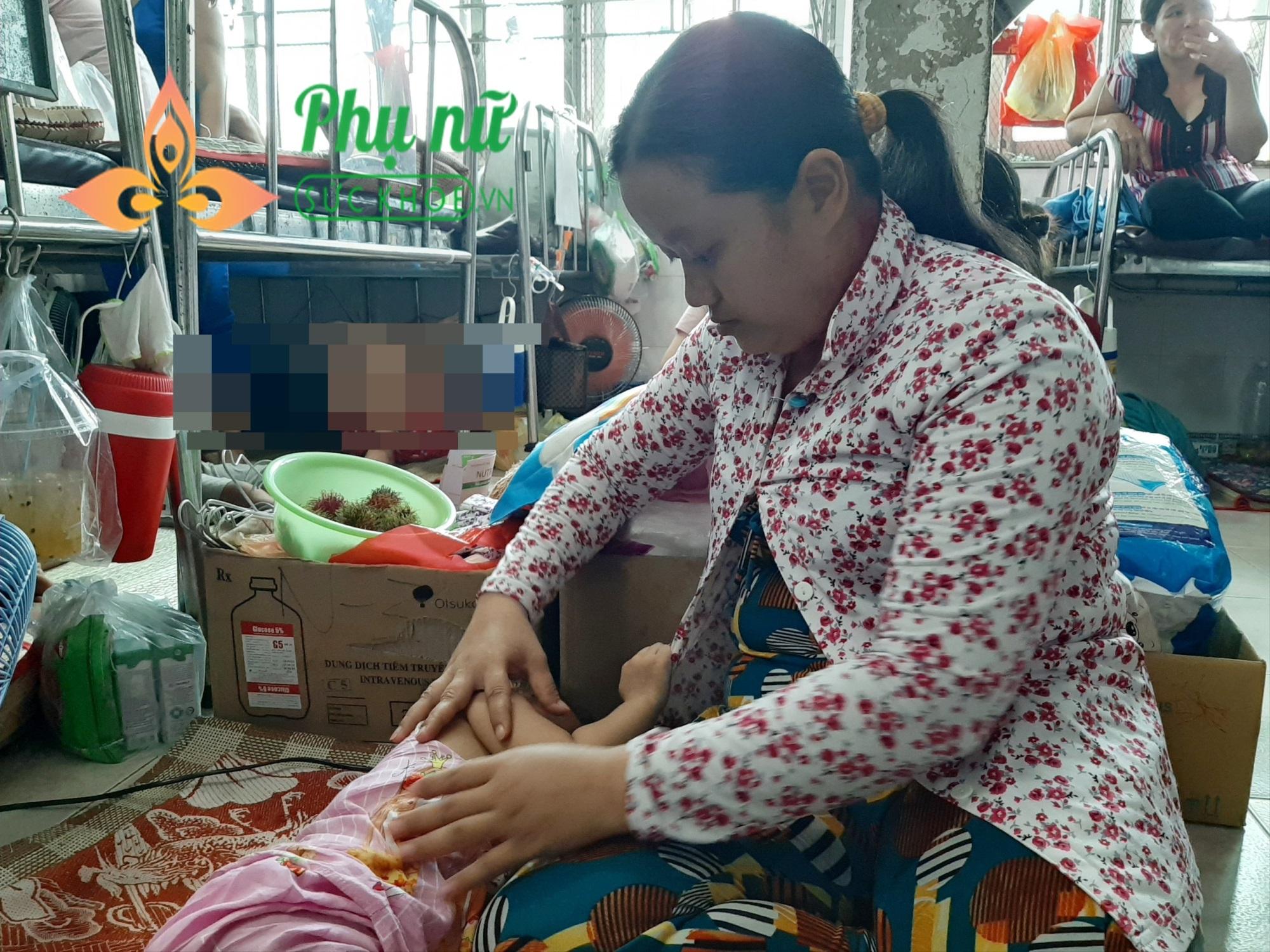 Thương cảnh người mẹ nghèo khổ đi xin từng đồng cứu lấy con gái 19 tháng tuổi bị ung thư máu - Ảnh 3