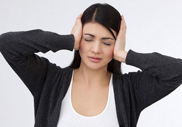 Chị dâu đau đầu vì em chồng thích