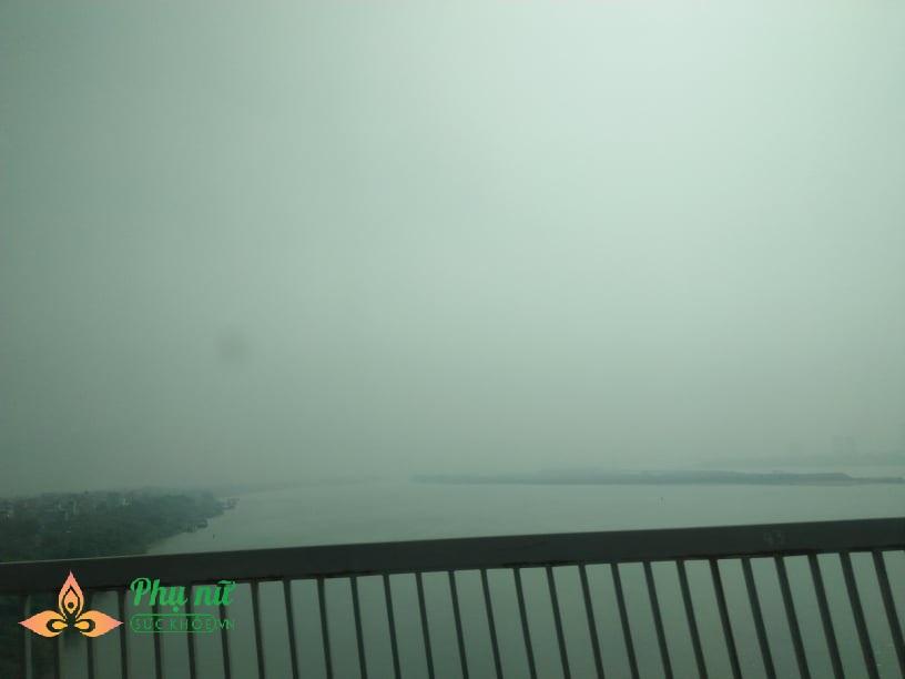 Vì sao nồng độ bụi mịn PM2.5 tại Hà Nội vượt ngưỡng cho phép? - Ảnh 1