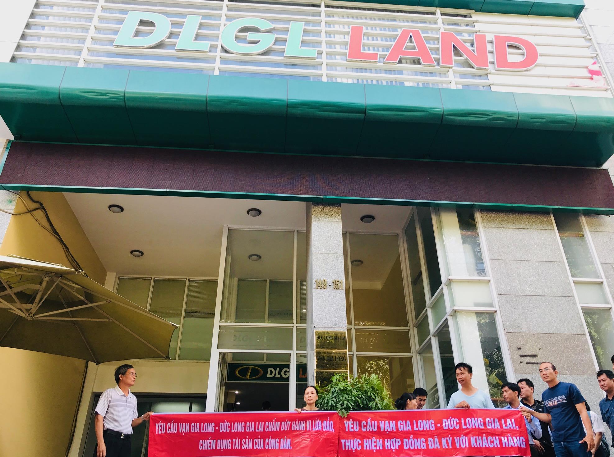 Đến trụ sở Đức Long Gia Lai Land đòi quyền lợi, một thai phụ bị nhốt trong tháng máy? - Ảnh 4