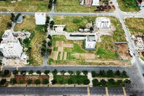 Chuyện lạ ở TP.HCM: Nơi giá đất 300 triệu đồng/m2, biệt thự xây dở không người ở - Ảnh 2