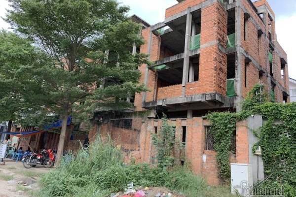 Chuyện lạ ở TP.HCM: Nơi giá đất 300 triệu đồng/m2, biệt thự xây dở không người ở - Ảnh 4