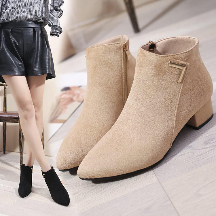 Cách phối đồ với giày boots cổ ngắn vừa sang chảnh vừa ấm áp cho mùa đông năm nay - Ảnh 1