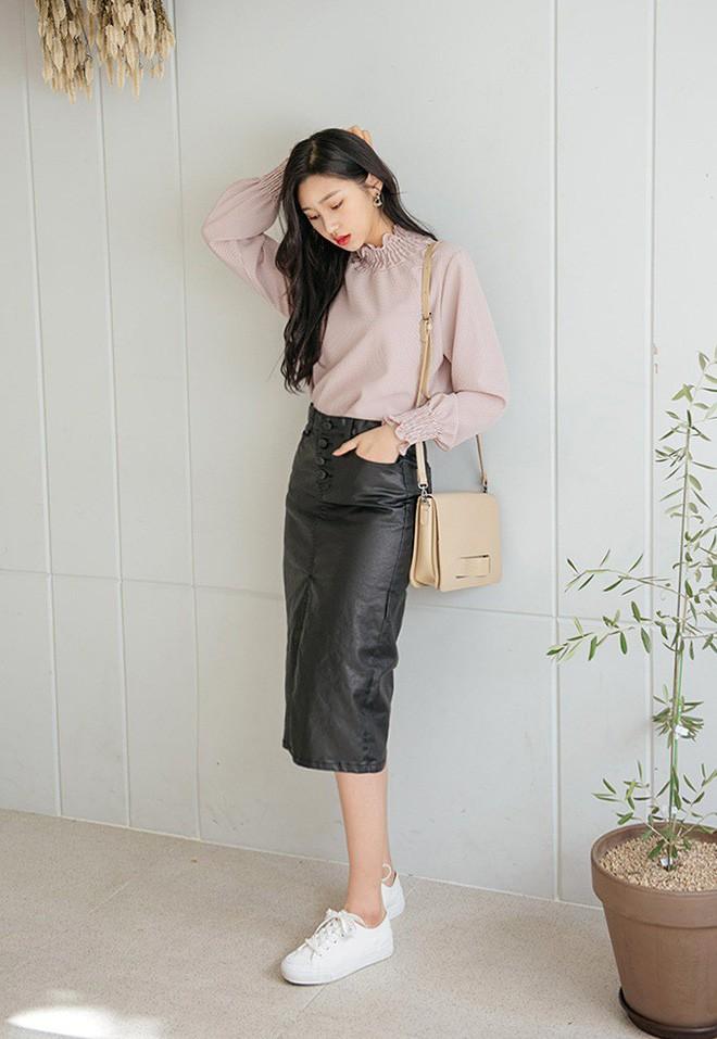 Phối đồ với chân váy da: Gợi ý thời trang Thu - Đông cho các cô nàng sành điệu - Ảnh 1