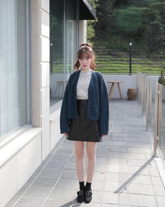Phối đồ với chân váy da: Gợi ý thời trang Thu - Đông cho các cô nàng sành điệu - Ảnh 16
