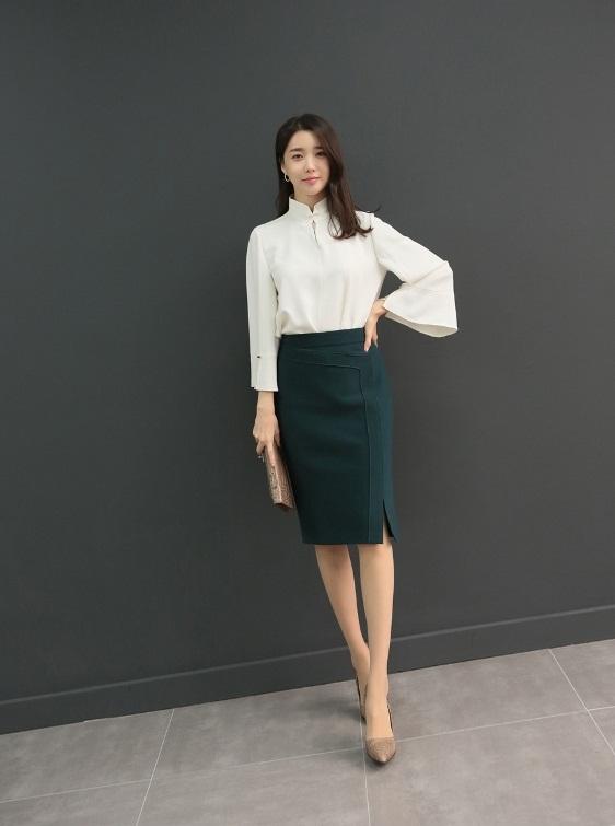 Phối đồ với chân váy da: Gợi ý thời trang Thu - Đông cho các cô nàng sành điệu - Ảnh 5