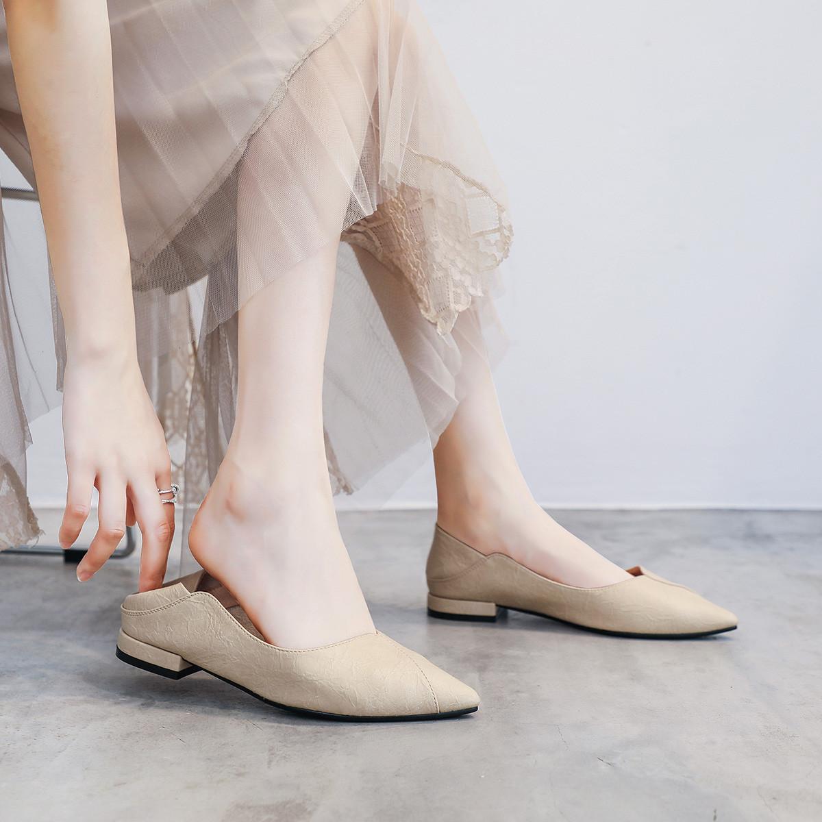 Tuyệt chiêu phối đồ với giày màu kem mà các cô nàng không thể bỏ lỡ  - Ảnh 1