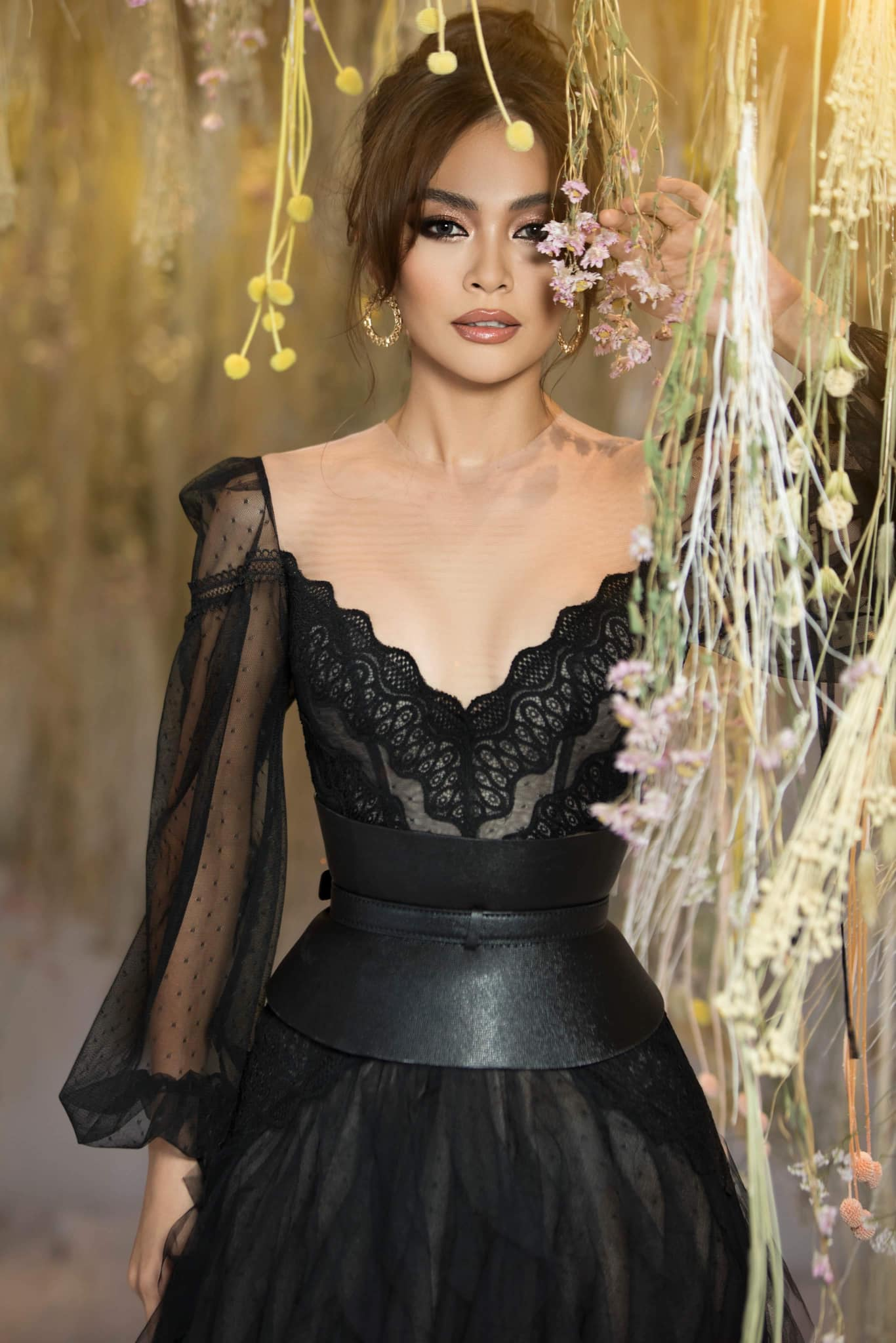 Mâu Thủy cũng chính là giám khảo vòng casting đồng thời là người thị phạm catwalk cho cuộc thi Hoa hậu Bản sắc Toàn cầu Việt 2019