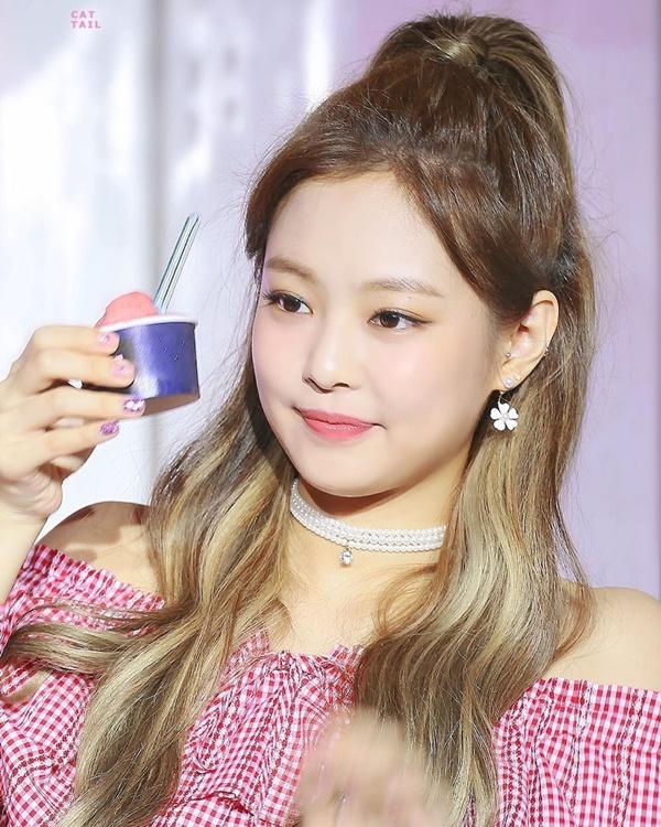 Những Idol Hàn 'má bánh bao' không cần Vline vẫn khiến fan đổ rạp - Ảnh 3