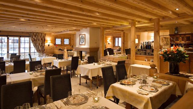 Ngôi làng 'biệt lập' chỉ dành cho giới siêu giàu thế giới ở Thụy Sỹ - Ảnh 10
