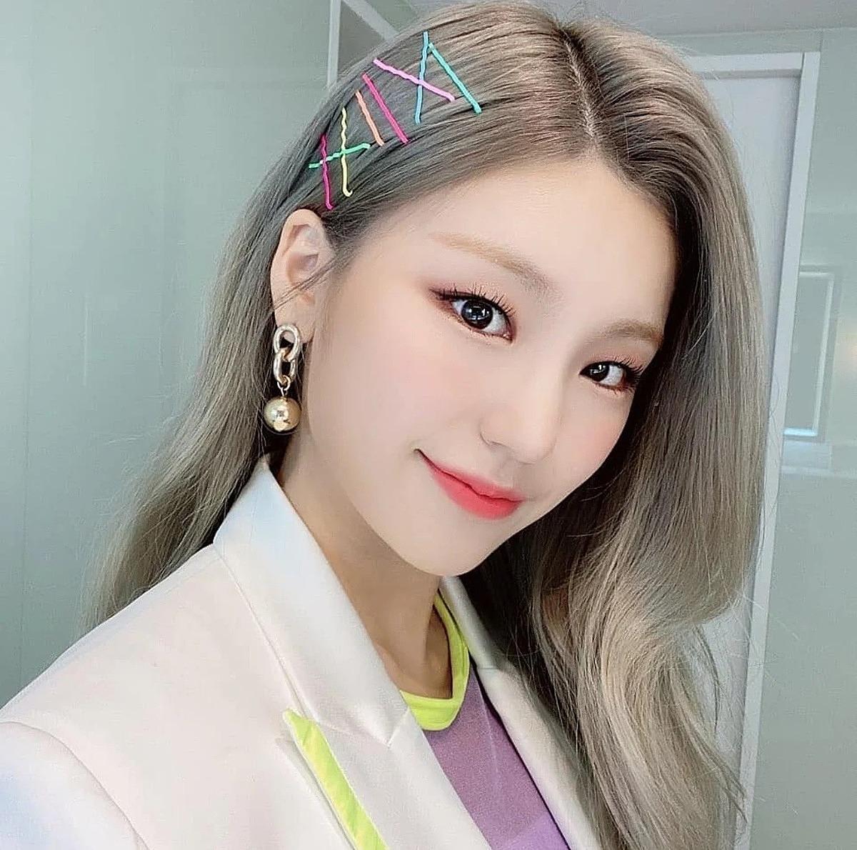 5 phụ kiện tóc đặc trưng năm 2000 được idol Hàn lăng xê lại - Ảnh 10