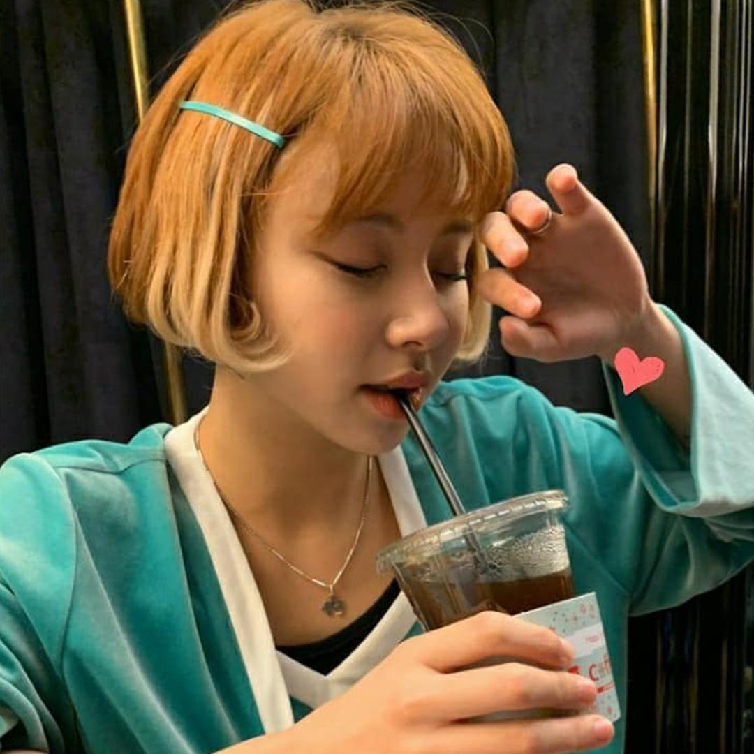 5 phụ kiện tóc đặc trưng năm 2000 được idol Hàn lăng xê lại - Ảnh 11