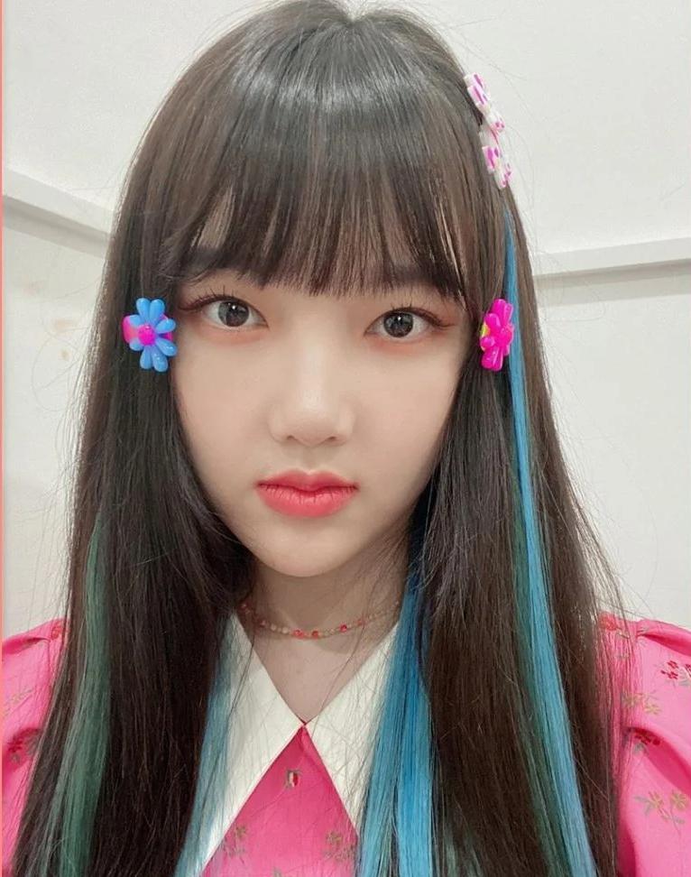5 phụ kiện tóc đặc trưng năm 2000 được idol Hàn lăng xê lại - Ảnh 9