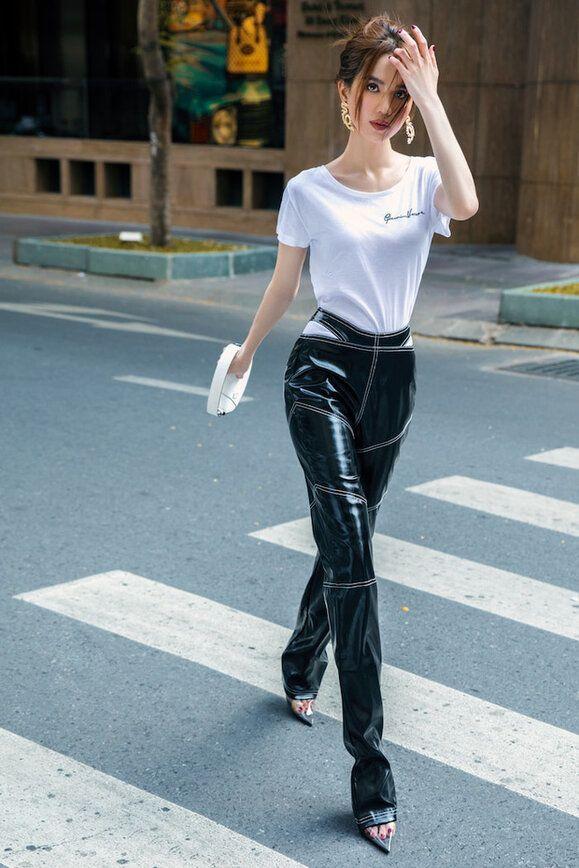 Chán hở trước, Ngọc Trinh lại diện mốt quần jeans hở toang hoác phía sau - Ảnh 13