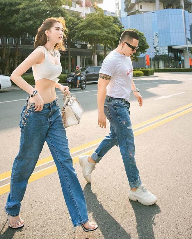 Chán hở trước, Ngọc Trinh lại diện mốt quần jeans hở toang hoác phía sau - Ảnh 6