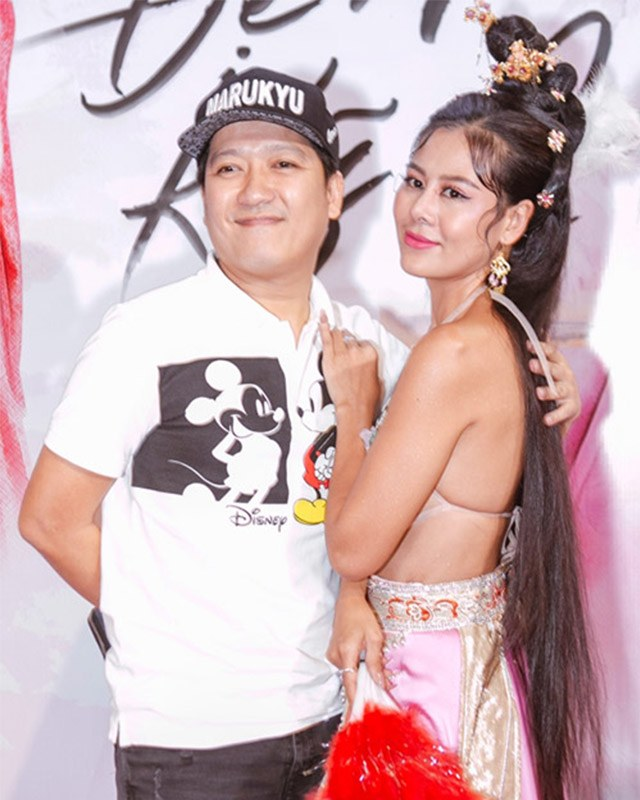 Trang điểm cả tạ phấn, dàn mỹ nhân Việt hoá Hắc Bạch cô nương với màu da lệch lạc - Ảnh 1