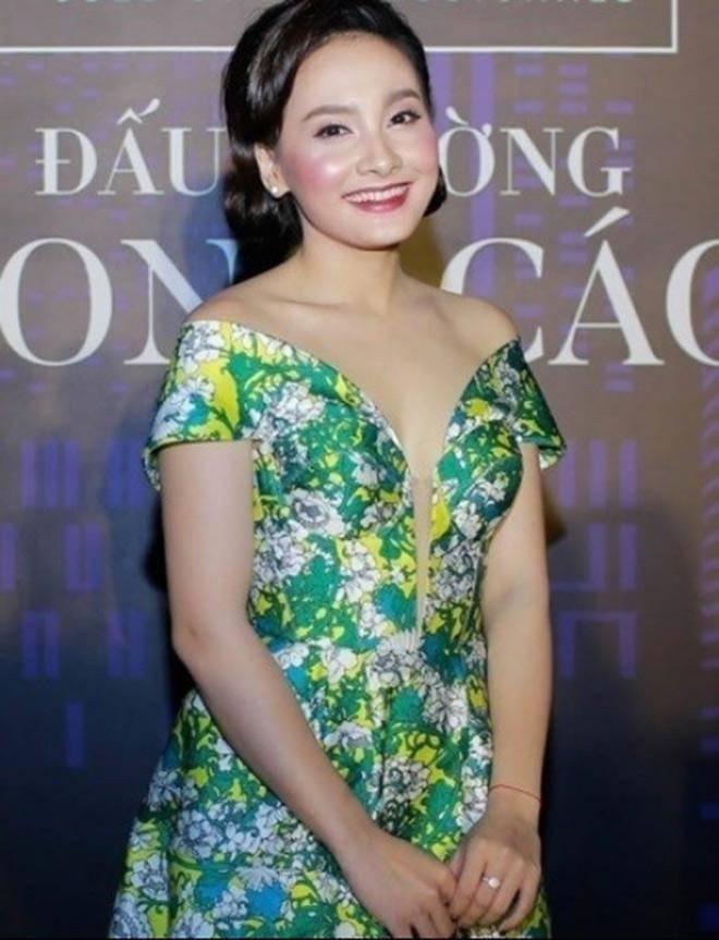 Trang điểm cả tạ phấn, dàn mỹ nhân Việt hoá Hắc Bạch cô nương với màu da lệch lạc - Ảnh 2