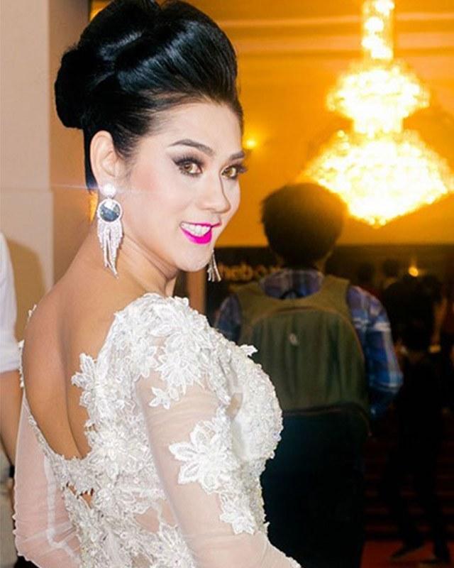 Trang điểm cả tạ phấn, dàn mỹ nhân Việt hoá Hắc Bạch cô nương với màu da lệch lạc - Ảnh 8