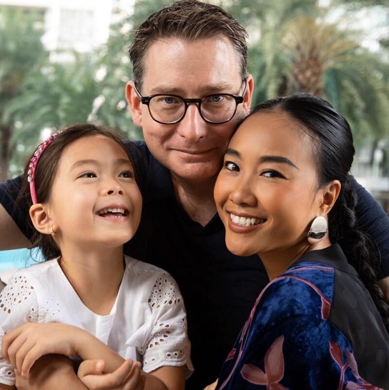 Top 3 ông chồng Tây chiều vợ thương con lại sở hữu nhan sắc cực phẩm của mỹ nhân Việt - Ảnh 3