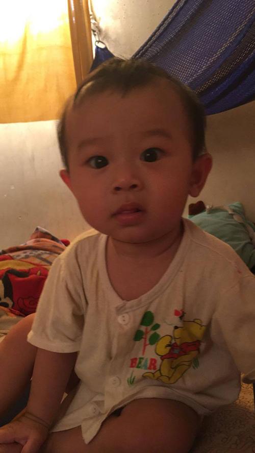 Cha địu con 8 tháng chạy xe ôm công nghệ - Ảnh 2
