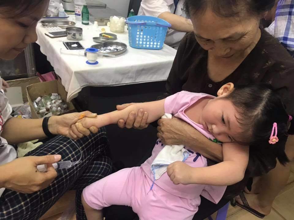 Đang béo trắng, bé Yến Nhi đột ngột co giật nhập viện, mẹ nuôi tiểu thư 9X lo lắng - Ảnh 4