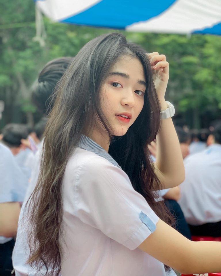 Hot girl Nguyễn Khuyến cười sương sương mà CĐM 'đổ gục' - Ảnh 1