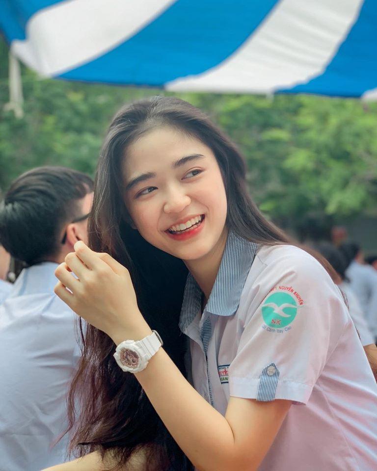 Hot girl Nguyễn Khuyến cười sương sương mà CĐM 'đổ gục' - Ảnh 3