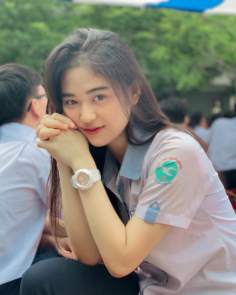 Hot girl Nguyễn Khuyến cười sương sương mà CĐM 'đổ gục' - Ảnh 4