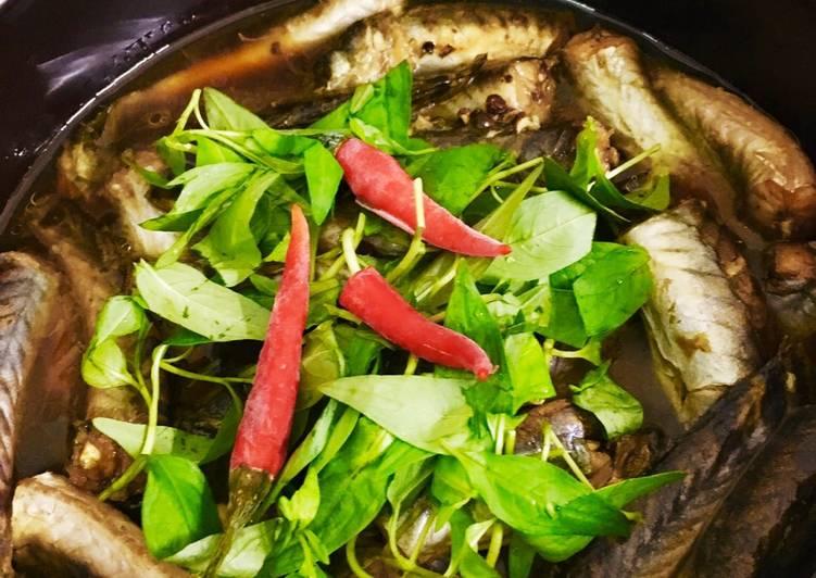 Cá kèo kho rau răm ăn kèm cơm trắng ngon khó cưỡng - Ảnh minh họa: InternetNgâm cá kèo trong nước pha giấm trước khi chế biến - Ảnh minh họa: Internet