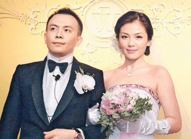 Những mỹ nhân khổ nhất showbiz Hoa ngữ, vừa cưới đã làm việc cật lực trả nợ cho chồng - Ảnh 1