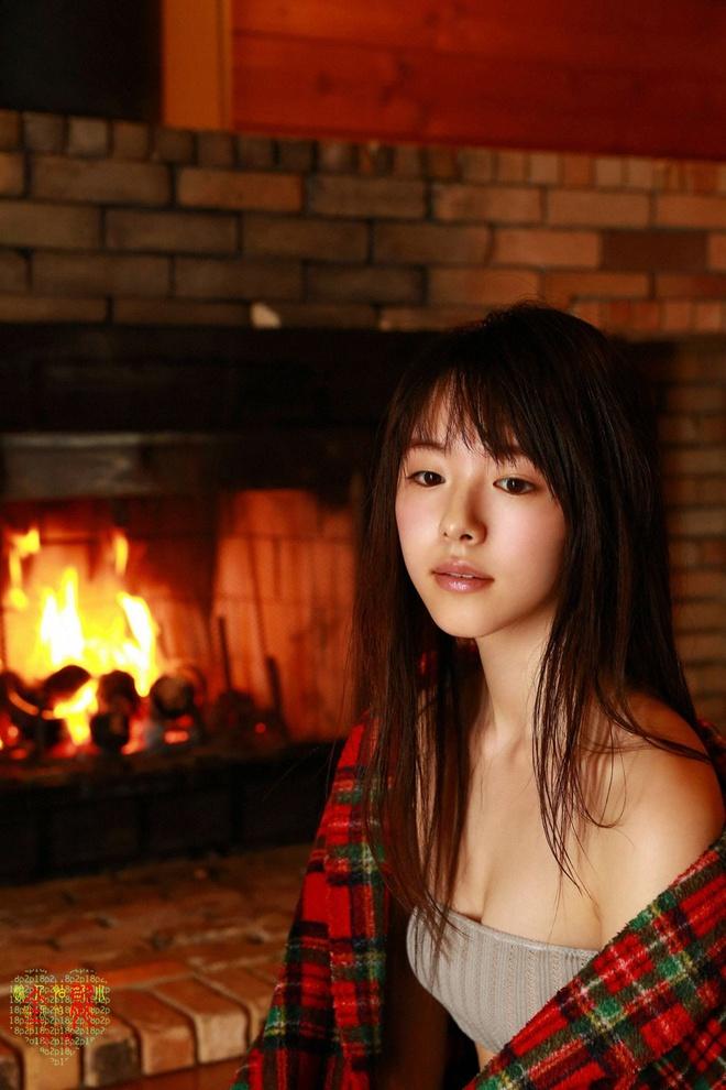 Nhan sắc 'tiểu tam' trong vụ ngoại tình chấn động showbiz Nhật Bản - Ảnh 9