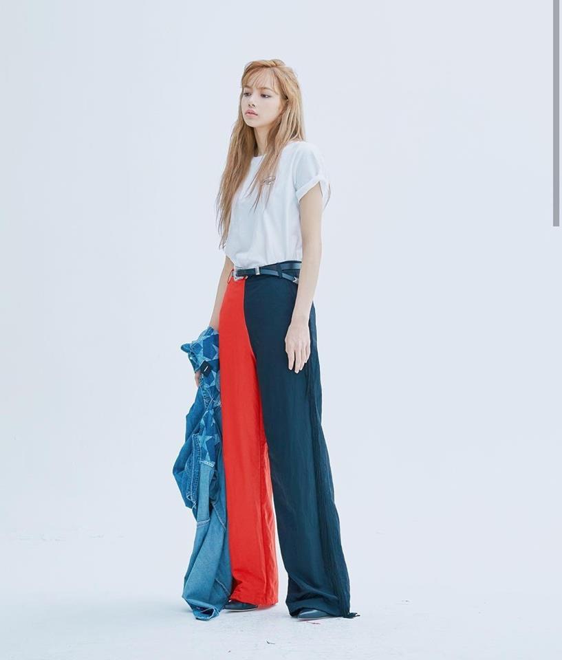 Những trang phục có chất liệu mềm mại, kiểu dáng ôm sát giúp tôn lên đường nét cơ thể vô cùng quyến rũ của Lisa