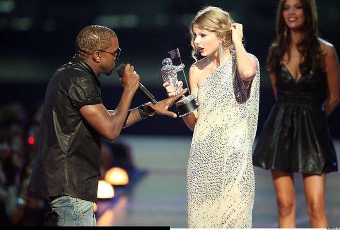 Khoảnh khắc ồn ào nhất lịch sử VMAs 2009.