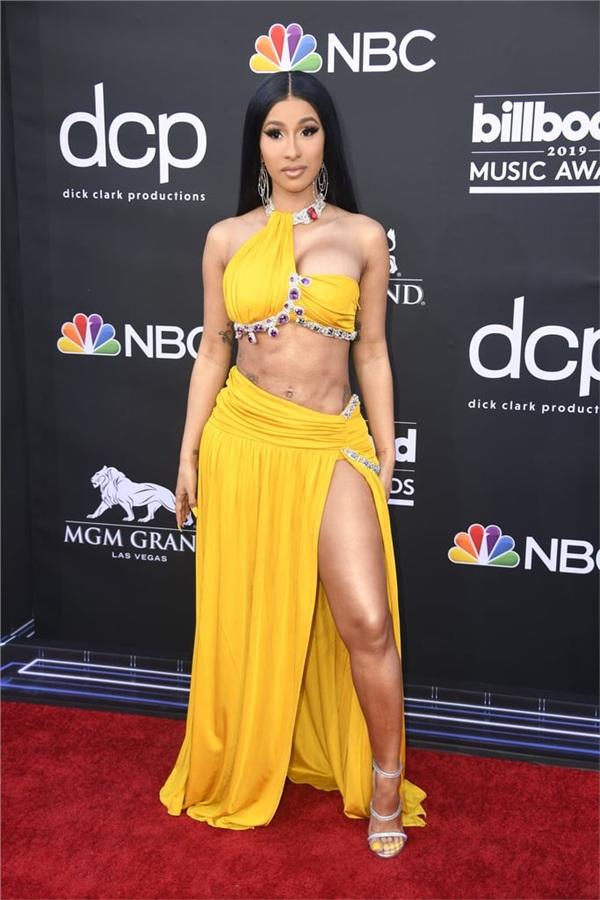 Để có được thân hình mơ ước, nữ rapper tai tiếng sẵn sàng chấp nhận mọi đau đớn từ phẫu thuật thẩm mỹ