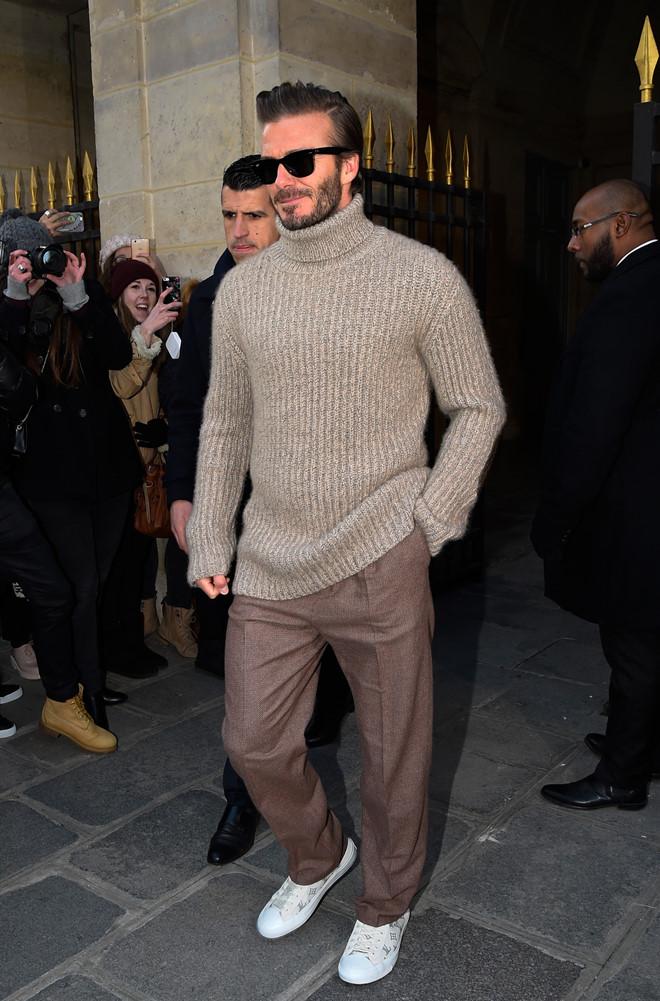 tham dự show thời trang Thu Đông của Louis Vuitton tại Tuần lễ thời trang Paris hồi tháng 1/2017. Tại đây, anh được cánh săn ảnh và người hâm mộ chú ý khi diện áo len cổ lọ cùng quần tây màu trầm và sneaker trắng. Chiếc kính mát to bản tạo nên sự sang trong cho ông bố 4 con.