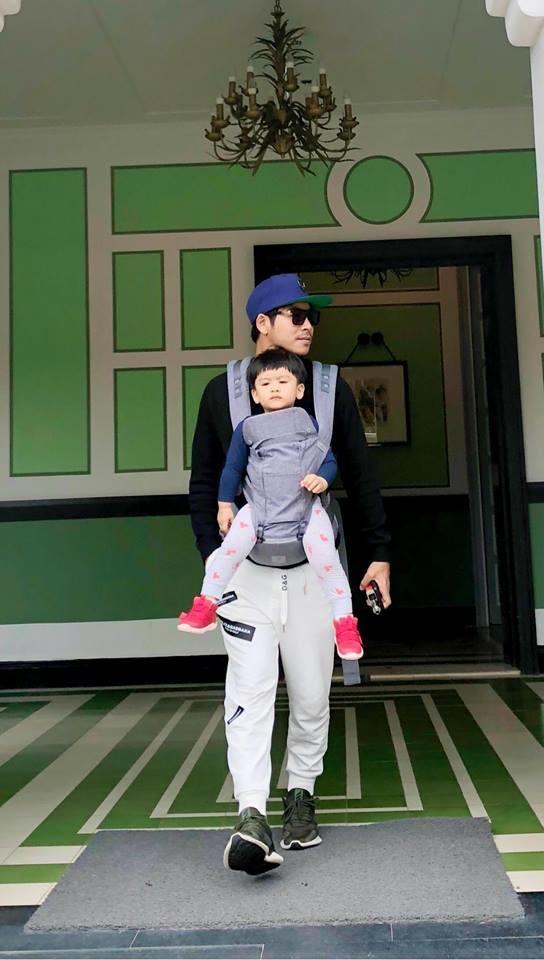 Thanh Bình và con trai Louis