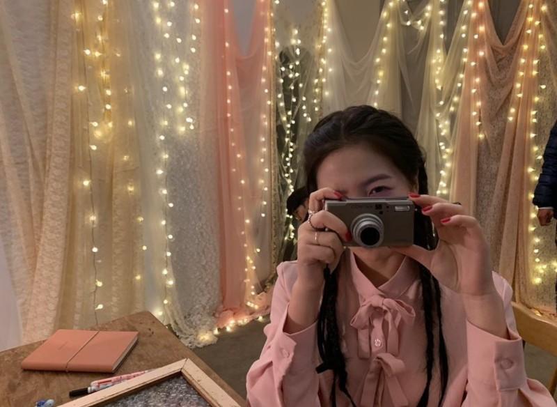 Sở thích của Jennie là chụp ảnh, đi du lịch ở đâu cũng mang theo máy ảnh. Và Yeri cũng vậy...