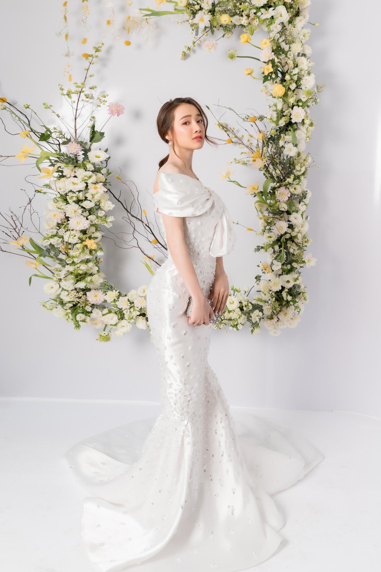 Nhã Phương, H'Hen Niê, Đỗ Mỹ Linh cùng khoe dáng với váy cưới - Ảnh 1