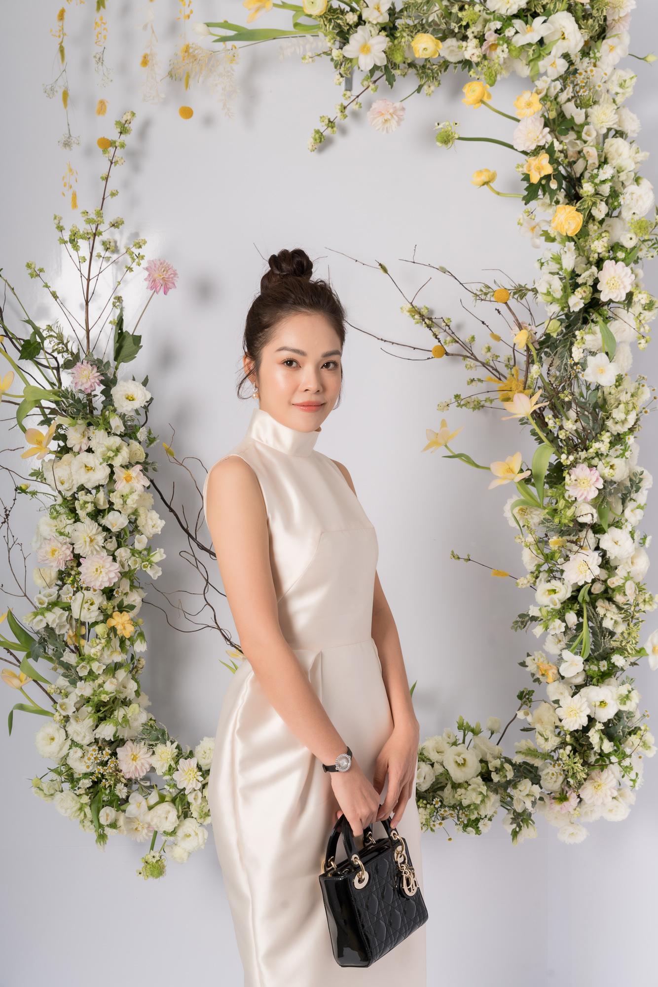 Nhã Phương, H'Hen Niê, Đỗ Mỹ Linh cùng khoe dáng với váy cưới - Ảnh 15