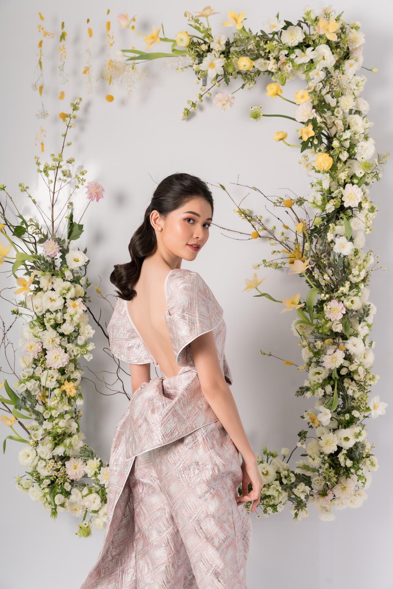 Nhã Phương, H'Hen Niê, Đỗ Mỹ Linh cùng khoe dáng với váy cưới - Ảnh 11