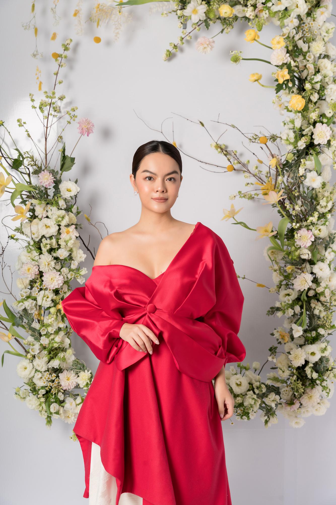 Nhã Phương, H'Hen Niê, Đỗ Mỹ Linh cùng khoe dáng với váy cưới - Ảnh 12